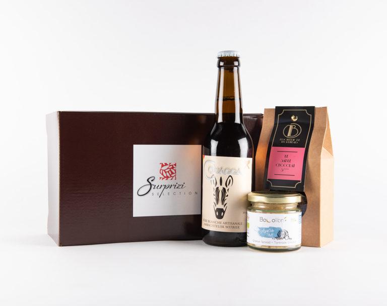 Surprizi : Nos coffrets cadeaux gourmands : Coffret : Couagga, 33cl / Le Sablé chocolat 5*, 100gr / Apéro time grec, 100gr : 16,94€ HTVA