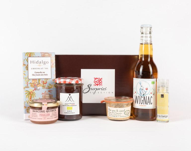 Surprizi : Nos coffrets cadeaux gourmands : Coffret : Cidre Wignac, 33cl / Confit de coing aux épices de pain d'épices, 120ml / Foie gras entier cuit, 50g / Moulin à sel au Herve, 30gr / ... : 36,64€ HTVA