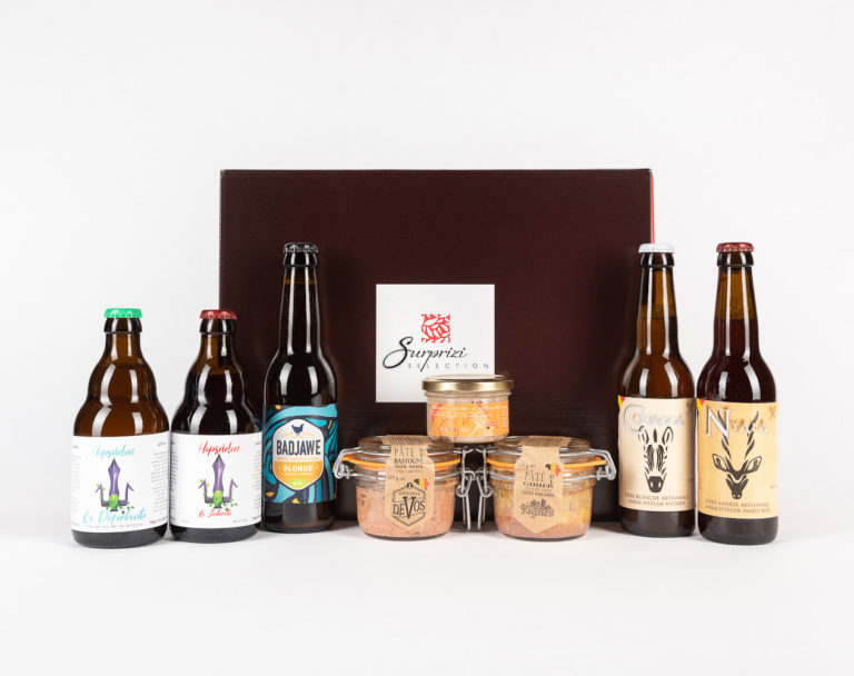 Surprizi : Nos coffrets cadeaux gourmands : Coffret : Couagga, bière blanche, 33cl / Déferlante, bière blanche, 33cl / Scélérate, bière ambrée, 33cl / Nyala, bière ambrée, 33cl / La Badjawe, bière ambrée, 33cl / ... : 41,29€ HTVA