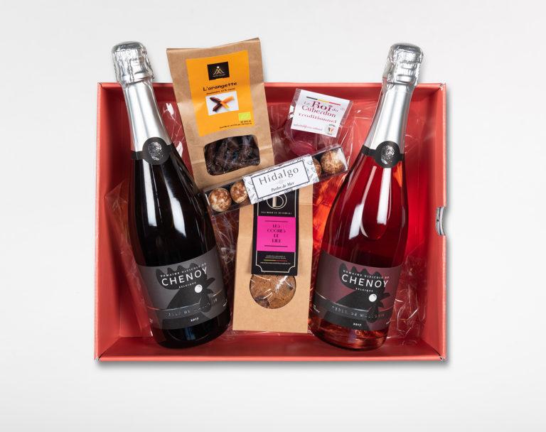 Surprizi : Nos coffrets cadeaux gourmands : Coffret : Perle de Wallonie (rosé) / Perle de Wallonie (blanc) / Orangettes, 150gr / Les Cookies de Lulu, 100gr / 4 cuberdons / Perles de mer : 67,25€ HTVA